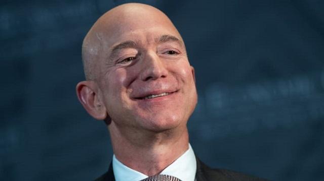 Jeff Bezos nói gì trong bức thư gửi cổ đông cuối cùng với tư cách CEO Amazon? - Ảnh 1.