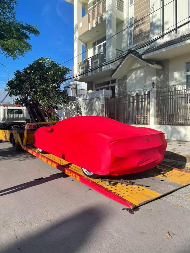 Chân dung cô gái trẻ vừa sắm Ferrari F8 Tributo tại Việt Nam: Từng sở hữu 2 chiếc Mercedes bạc tỷ, sắm cả biệt phủ cho bố mẹ - Ảnh 2.
