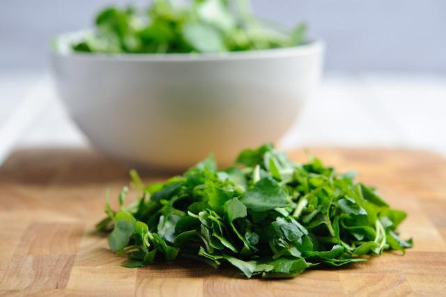 Loại rau chứa canxi gấp 4 lần sữa, sắt gấp 4 lần rau chân vịt tưởng quý hiếm đắt đỏ không ngờ lại là món bình dân ở Việt Nam  - Ảnh 1.