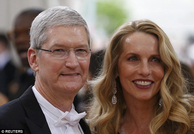 Tim Cook và Laurene Powell Jobs.