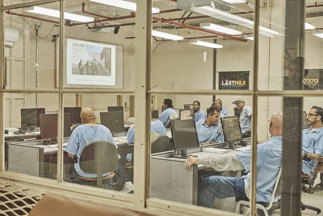 Last Mile Works được Chris Redlitz, một nhà đầu tư mạo hiểm, thành lập vào năm 2010.