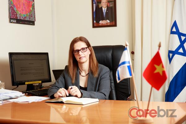 Bà Meirav Eilon Shahar.