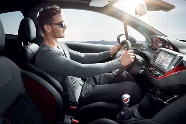 Tư thế ngồi đúng sẽ mang lại cảm giác lái xe tốt cho người lái, không mệt mỏi, không căng thẳng nhưng vẫn điều khiển rất tốt chiếc xe.