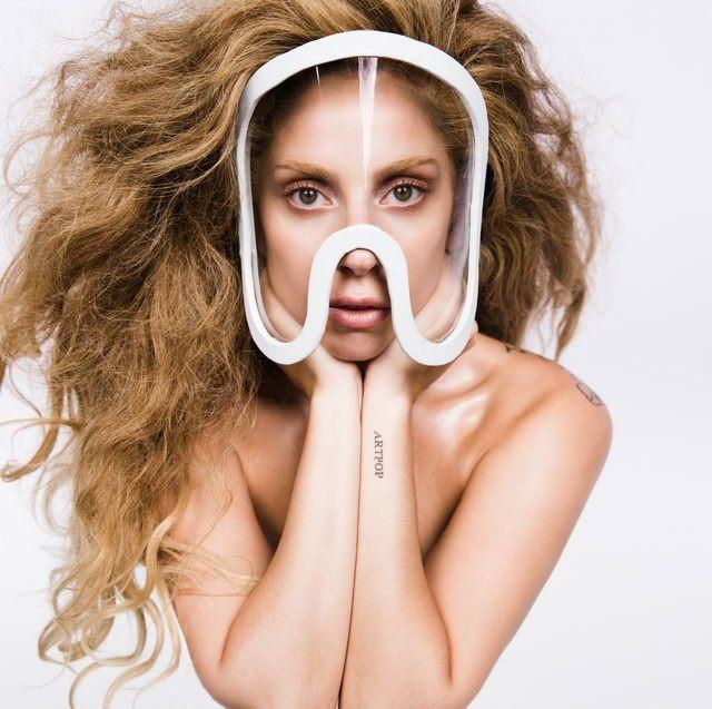Tạo hình Lady Gaga trong Artpop/2013.