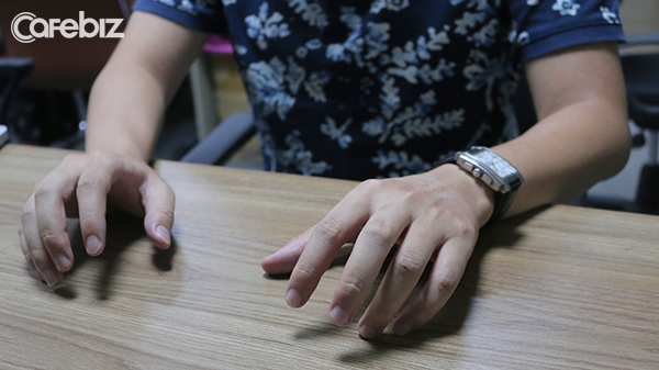 Gõ tay lên bàn
