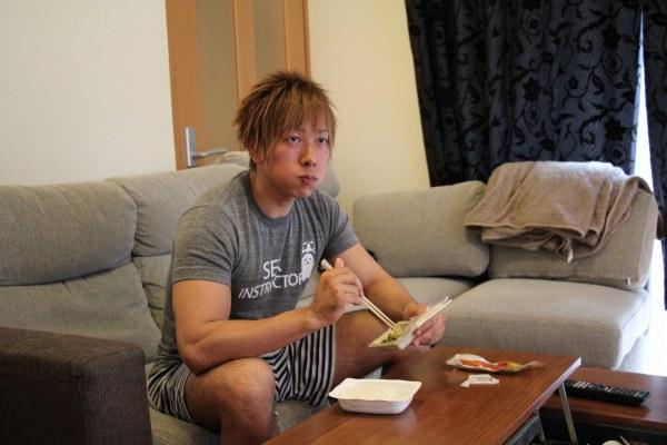Cách luyện tập và ăn uống của nam diễn viên phim sex Nhật 2