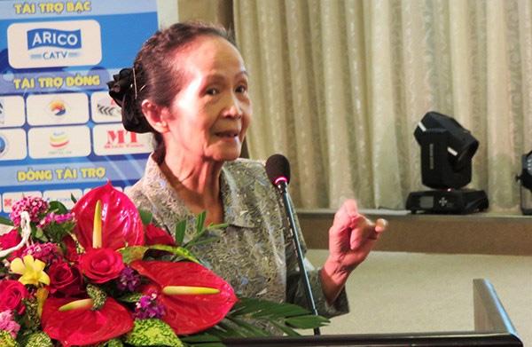 Việt Nam là mô hình kỳ lạ nhất thế giới: Nước… không chịu phát triển! - Đó là lời nói đùa mà rất đau của các chuyên gia Ngân hàng Thế giới được chuyên gia kinh tế cao cấp Phạm Chi Lan thuật lại với các doanh nghiệp nhỏ và vừa trong cả nước tại một hội nghị ở Đà Nẵng, tháng 8/2015. Ảnh: Infonet.