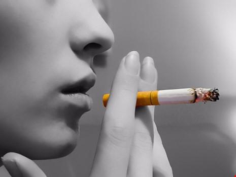 Hút thuốc ảnh hưởng rất nhiều tới ADN ngay cả khi đã bỏ thuốc. (Ảnh minh họa).