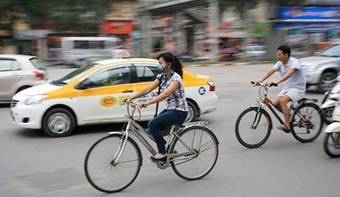 Người đi xe đạp ở Hà Nội và TP.HCM còn rất hạn chế.