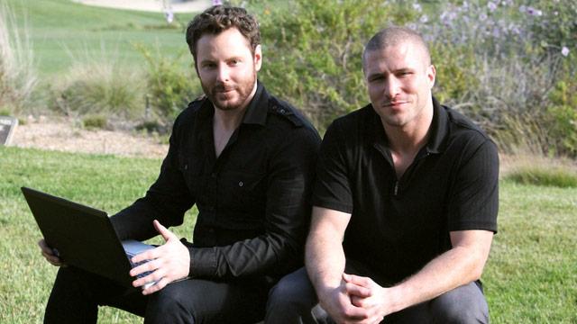 Sean Parker (trái) cùng Shawn Fanning (phải) cùng nhau lập ra trang Napster