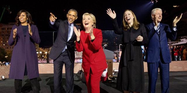 Các ngôi sao của đảng Dân chủ xuất hiện tại Philadelphia ngày 7/11 để kêu gọi cử tri ủng hộ cho bà Clinton. (AP Photo/Andrew Harnik)