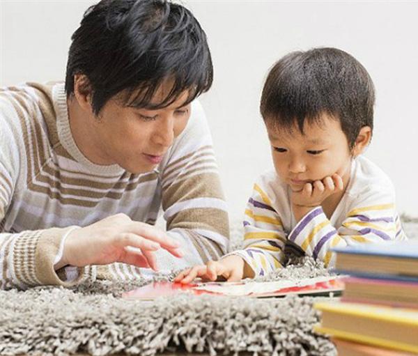 Sự có mặt của người cha trong những giai đoạn phát triển đầu đời của con trẻ sẽ cải thiện được tương lai của con rất nhiều. (Ảnh: Internet)