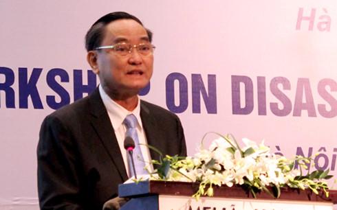 """Thứ trưởng Bộ Tài chính Nguyễn Hữu Chí phát biểu tại hội thảo """"Giải pháp tài chính cho rủi ro thiên tai tại Việt Nam"""", ngày 15/11/2016."""