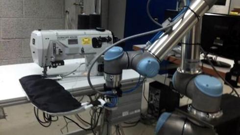 Máy móc công nghệ của công nghiệp 4.0 có thể thay thế nhiều lao động dệt may trong thời gian tới. (Ảnh minh họa: KT)