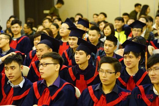 Gần 100 sinh viên vừa nhận Bằng lập trình viên quốc tế do Hệ thống đào tạo lập trình viên quốc tế Aptech trao.