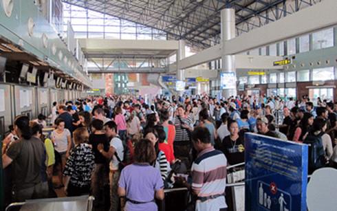 Sân bay Tân Sơn Nhất thường xuyên trong tình trạng quá tải (Ảnh: Internet)