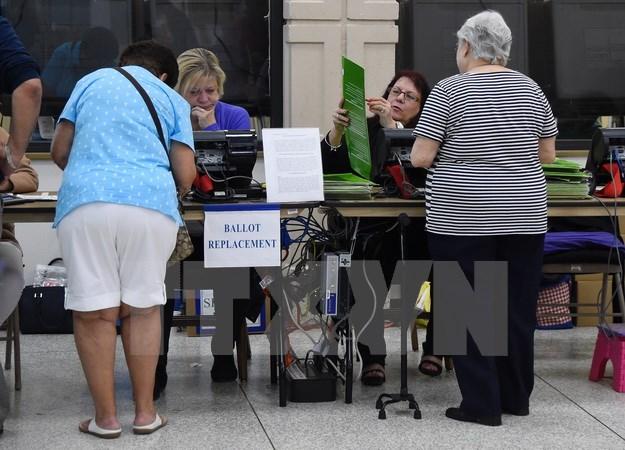 Cử tri bỏ phiếu sớm tại một điểm bầu cử ở Miami, Florida ngày 3/11. (Nguồn: AFP/TTXVN)