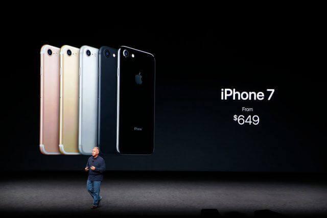 Nếu Apple, Levis,... hồi hương về Mỹ sản xuất theo lời Donald Trump, bạn phải mua chúng với giá bao nhiêu? - Ảnh 1.
