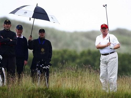 Trump đã bỏ ra 7,5 triệu USD cho khu đất này. Ý định ban đầu của ông là xây dựng nó thành sân golf, nhưng Trump đã phải đối mặt với sự phản đối mạnh mẽ từ người dân địa phương vì lo sợ những hóa chất từ sân golf sẽ chảy xuống hồ nước gần đó.