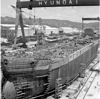 Quang cảnh hoành tráng tại xưởng đóng tàu Hyundai. Con tàu mang tên Atlantic Baron hạ thủy năm 1974.