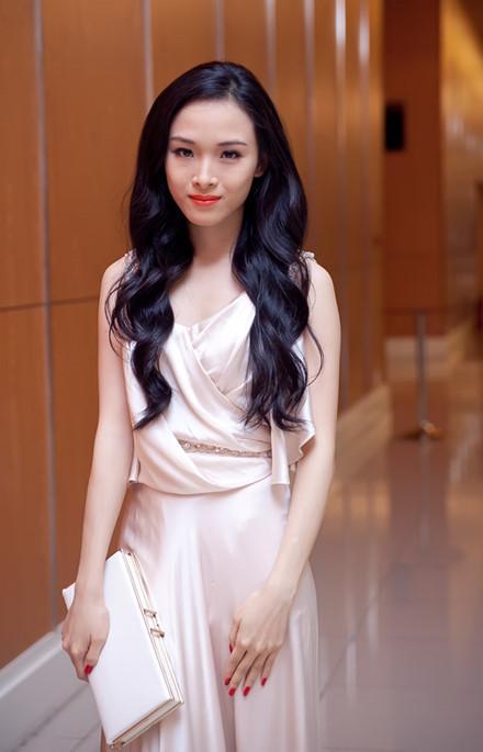 Là cô gái thông minh và tài năng, Trương Hồ Phương Nga đảm nhận nhiều vai trò như người mẫu, diễn viên, MC...