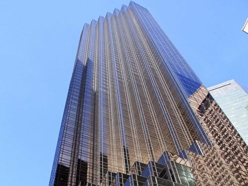 """Tòa Trump Tower thường được Donald Trump gọi như """"một ngôi nhà"""". Tòa tháp gồm 68 tầng và vị tỷ phú sống trong một căn penhouse.."""