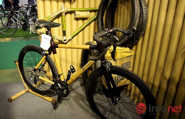 Hơn 50 hãng xe đạp với những mẫu xe có giá thành tương đương một chiếc ô tô đã thu hút được sự quan tâm của rất nhiều người tới xem triển lãm.