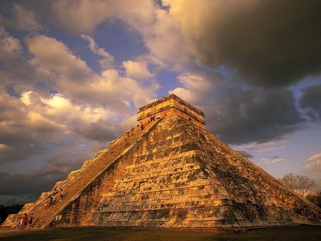 Du khách tham quan kim tự tháp cổ Chichen Itza của người Maya tại Mexico. (Nguồn ảnh: virtualtourist.com)