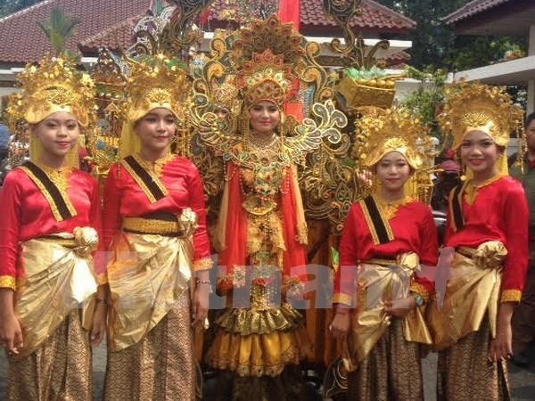 Các thiếu nữ biểu diễn tại khai mạc Lễ hội Hàng hải quần đảo Riau, Indonesia 2016. (Ảnh: Đỗ Quyên/Vietnam+)