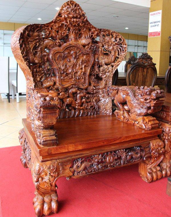 Mỗi ghế nặng 800 kg