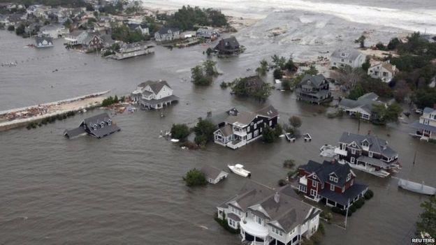 Thiệt hại do bão Sandy gây ra ở New Jersey. Ảnh: Reuters.