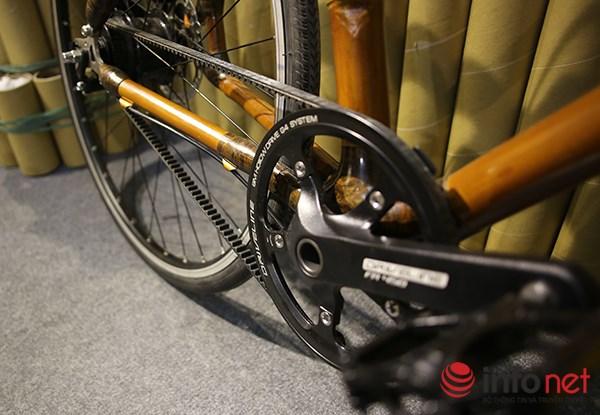 Một số mẫu xe của hãng này không sử dụng xích như các xe thông thường mà sử dụng dây curoa. Dây curoa này không cần dầu như xích xe đạp bình thường nên rất thân thiện với môi trường, đặc biệt phù hợp với những người làm việc công sở nếu muốn sử dụng xe đạp đi làm.
