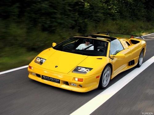 Tỷ phú này cũng nắm trong tay nhiều xe hơi sang trọng. Ngoài Rolls-Royce, ông còn sở hữu Lamborghini Diablo và Mercedes-Benz SLR McLaren.