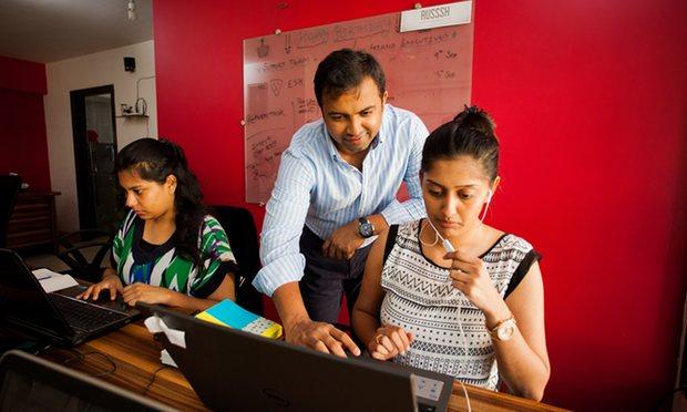 Bharat Ahirwar, người sáng lập Russsh, tại văn phòng của mình.