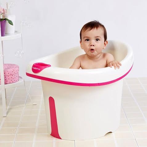 Bồn tắm thành cao là sản phẩm tạo thương hiệu đầu tiên của Babyhop.