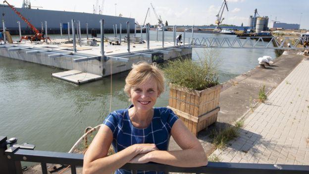 Trang trại nổi đầu tiên trên thế giới đang thu hút sự chú ý tại Rotterdam - Ảnh 2.