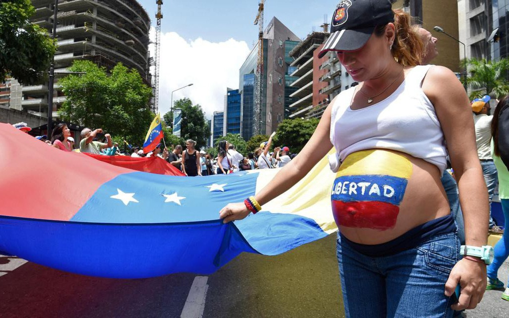 Lạm phát quá cao, Venezuela rơi vào tình trạng thiếu bao cao su trầm trọng