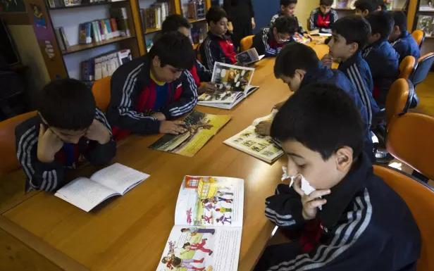 Vì sao ở Iran cấm dạy tiếng Anh tại trường học?