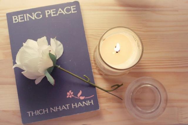 """""""Mỗi hơi thở, mỗi bước đi của chúng ta có thể lấp đầy bởi bình an, hạnh phúc và sự thanh thản"""" – Thích Nhất Hạnh."""