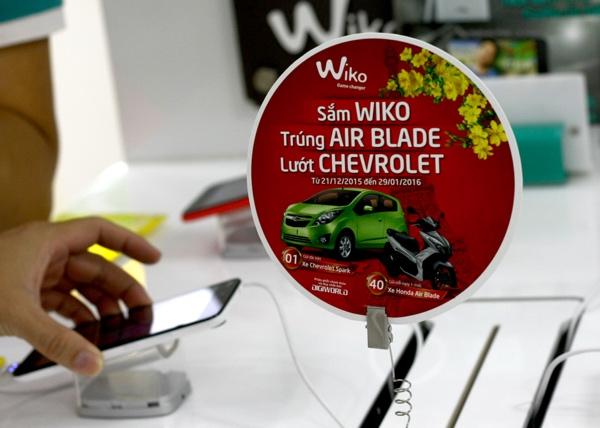 Bảng quảng cáo một chương trình khuyến mại mua hàng của Wiko, thương hiệu do Digiworld phân phối - Ảnh: H.Đ