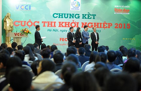 Đông đảo các bạn trẻ tham gia chung kết cuộc thi Khởi nghiệp năm 2015 do Phòng Thương mại và Công nghiệp Việt Nam phối hợp với báo Diễn Đàn Doanh Nghiệp tổ chức. Ảnh: HOÀNG SANG