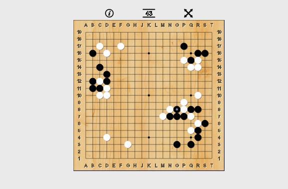 AlhaGo mở màn bằng cách tấn công và bao vây các quân cờ đen của Lee Sedol.