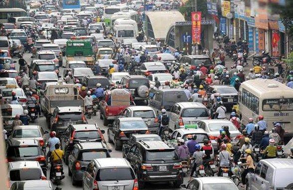 Hạ tầng giao thông đô thị là nguyên nhân chính khiến cơ quan chức năng tìm nhiều biện pháp để hạn chế phương tiện cá nhân