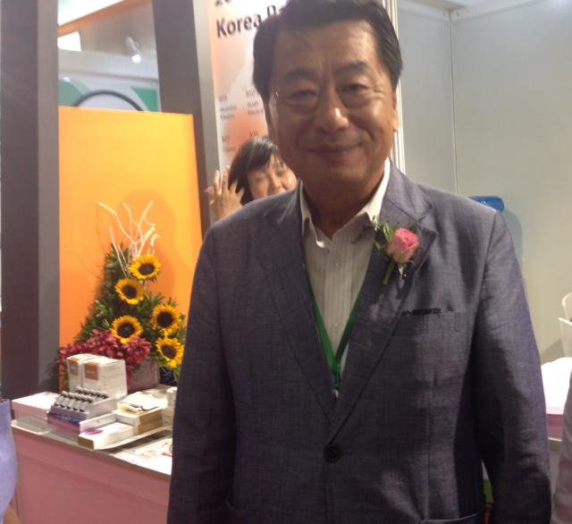 Ông Kim Deokseong, Chủ tịch Hiệp hội Công nghiệp Làm đẹp Hàn Quốc (KOBIS), tại Triển lãm VietBeauty 2016.
