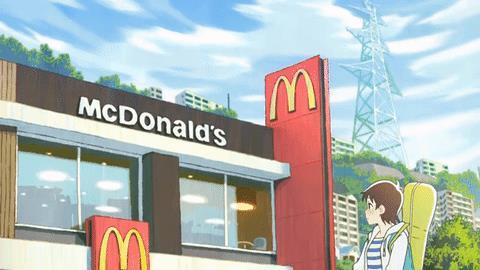 Bạn nữ dừng trước cửa hàng McDonald's, ngừng lại chút để xem xét mọi thứ. Cô nhìn thấy quảng cáo tuyển dụng ở cửa nhưng lại sợ hãi khi người quản lý đề nghị làm việc
