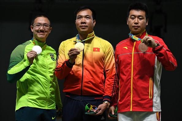 Hoàng Xuân Vinh nhận Huy chương vàng danh giá nội dung bắn súng ở Olympic Rio 2016.