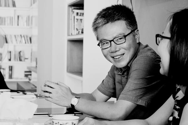 Trong căn nhà ở Bà Triệu (Hà Nội), GS Ngô Bảo Châu chia sẻ về sách và thói quen đọc của mình.