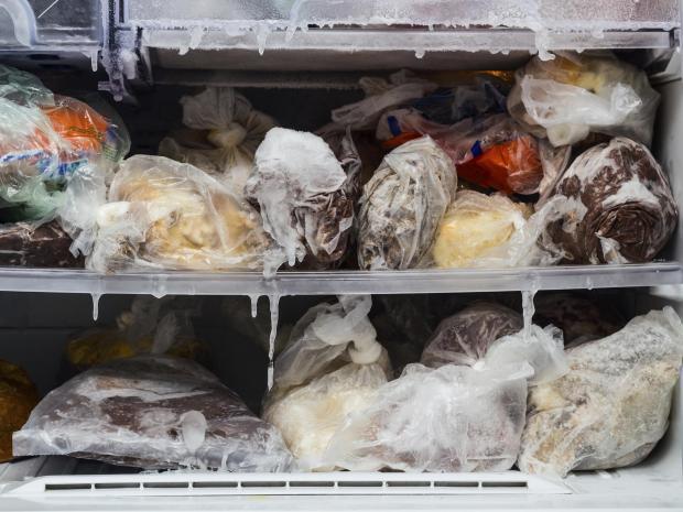 Những quan niệm sai lầm về khoảng thời gian an toàn để ăn thực phẩm đông lạnh đã khiến cho tình trạng này trở nên tồi tệ hơn.