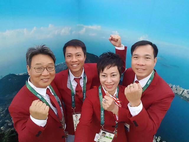 HLV Nguyễn Thị Nhung là HLV nữ duy nhất trên thế giới dẫn dắt một đội tuyển bắn súng Nam suốt 10 năm qua.