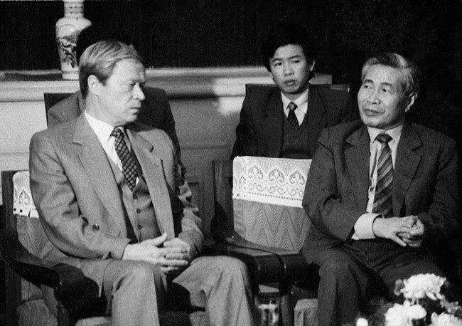 Nguyễn Cơ Thạch tiếp ông I.A. Rogachoc - Thứ trưởng Ngoại giao Liên Xô ngày 27/11/1988. Ảnh tư liệu